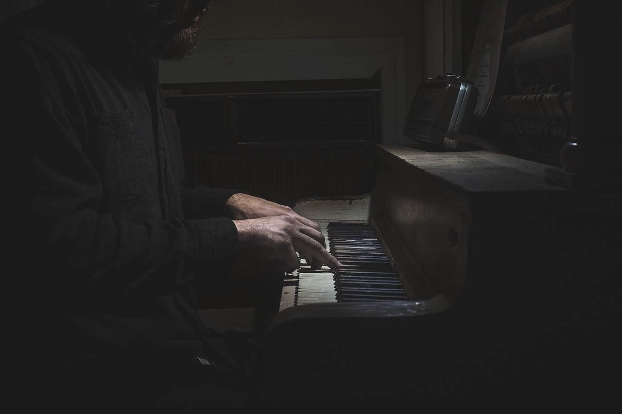 Muzyka do pracy – popraw swoją efektywność.